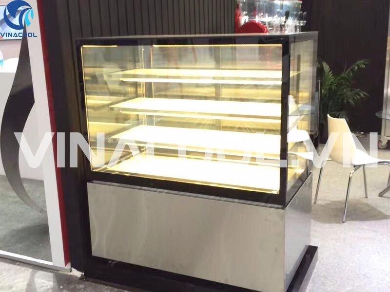 Tủ mát trưng bày bánh kem kính vuông 3 tầng Vinacool thiết kế sang trọng