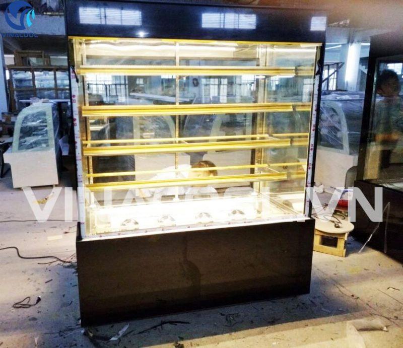 Tủ mát trưng bày bánh kem kính vuông 3 tầng bảo ôn nhiệt tốt