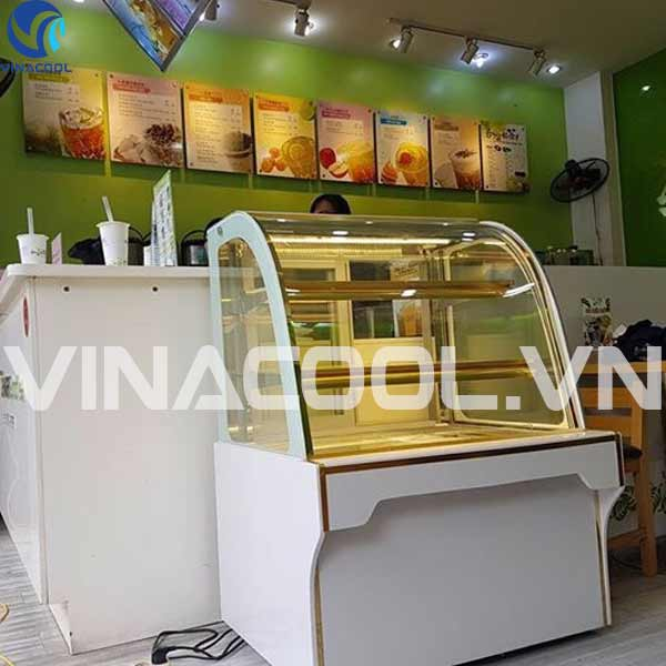 tủ trưng bày bánh kem quán cafe