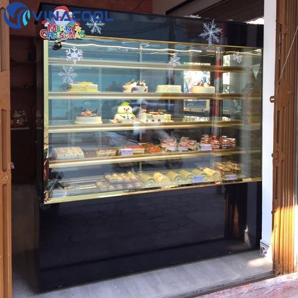 tủ trưng bày bánh kem kính vuông 5 tầng đẹp Vinacool