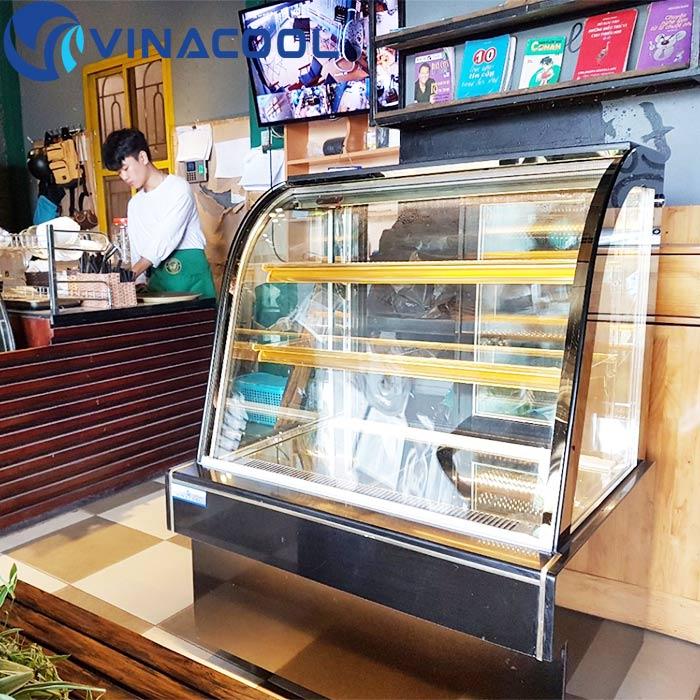 tủ mát đựng bánh kem quán cafe