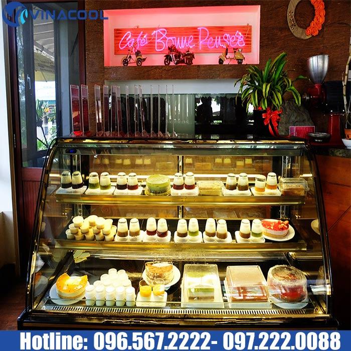 tủ trưng bày bánh quán cafe