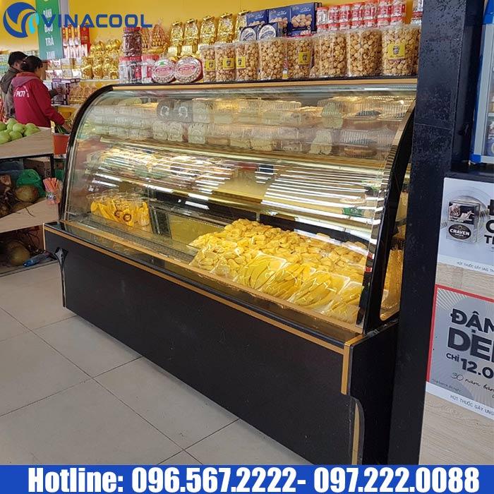 tủ mát trưng bày bánh kem topping